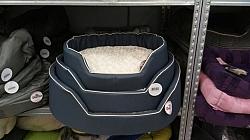 מיטה דוחה נוזלים עם כרית פרווה