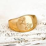 טבעת עם חריטה של אות או שם בהתאמה אישית - בציפוי זהב. דגם: Maria