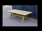שולחן עץ גדול לגינה