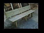 ספסל עץ ענק ,במידות של 2.10 ב-1,500 ₪