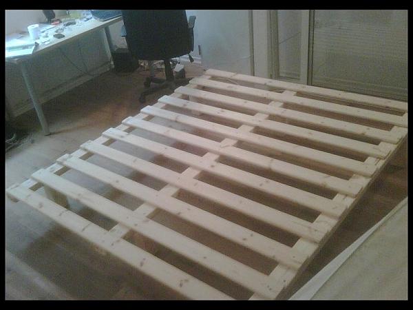 בסיס עץ למיטה קינג ללא מסגרת - 1