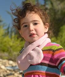 צעיפון הוא צעיף מעוצב ובטיחותי לחורף, המיועד לתינוקות מגיל חצי שנה ועד ילדים בני תשע.  הצעיפון קל ונוח לשימוש והוא שומר היטב על חום הצוואר של הילדים. לצעיפון אין קצוות ארוכים, העלולים להכרך או להתפס בחפצים ולגרום לחנק. השימוש קל ופשוט: רק להשחיל דרך הלולאה - וזהו. לצעיפון שני צדדים שניתן להחליף ביניהם, כך שבעצם קיבלתם שני צעיפים באחד. ניתן להשיג בשלל צבעים ובדים - אנא ציינו את הדגם המבוקש בטופס ההזמנה.