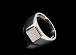 טבעת כסף 925 ריבוע משובץ אבני סוורובסקי לגבר