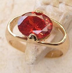 טבעת יוקרתית לאישה 18 קראת משובצת אבן גארנט אדומה