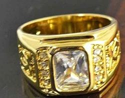 טבעת יוקרתית  ל גבר משובצת אבן טופז